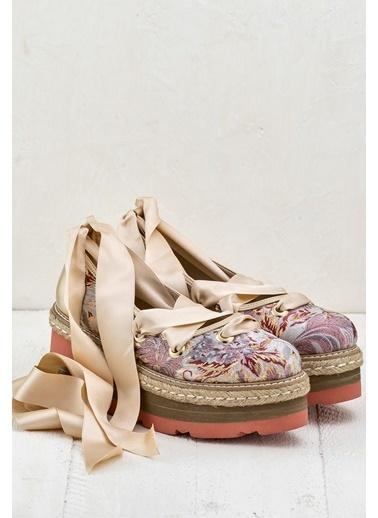 Elle Dolgu Tabanlı Bağcıklı Ayakkabı Pudra
